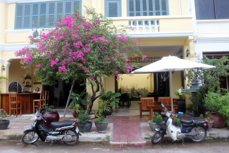 One of many renovated buildings in Kampot 1 ed