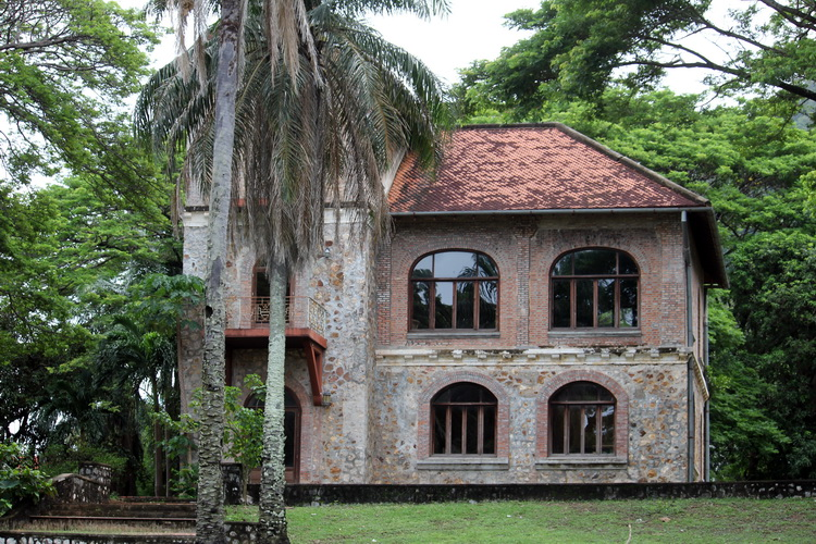 Remnants of colonial times in Kep ed